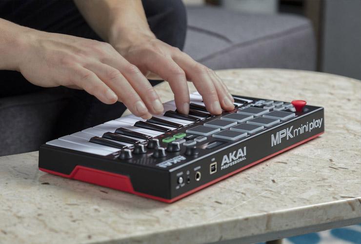 Nowość: Akai MPK Mini Play MIDI klawiatura